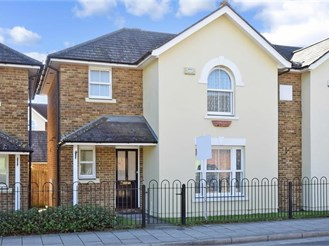 4 bedroom semi-detached house in Canterbury