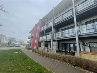 2 bed top floor flat in Greenhithe