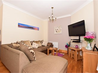 3 bed semi-detached house in Dover