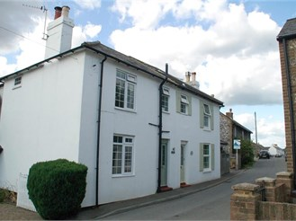 3 bedroom semi-detached house in St. Margarets-At-Cliffe, Dover