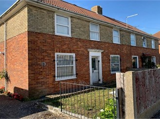 3 bed semi-detached house in Elvington, Dover