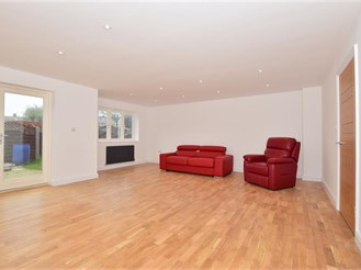 5 bedroom detached house in Gravesend