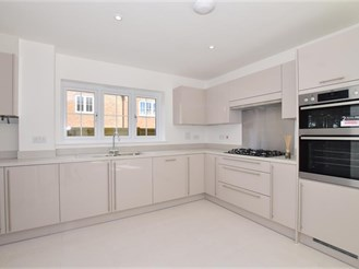 4 bedroom detached house in Peter's Village, Wouldham