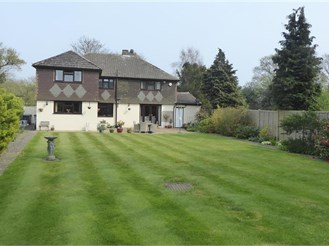 4 bedroom detached house in Bluebell Hill, Chatham