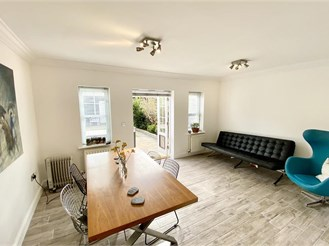 5 bedroom end of terrace house in Kings Hill, West Malling