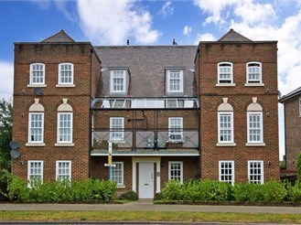 2 bedroom ground floor flat in Kings Hill, West Malling