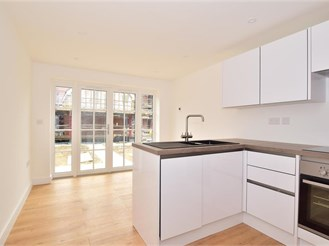 3 bed end of terrace house in Brenzett