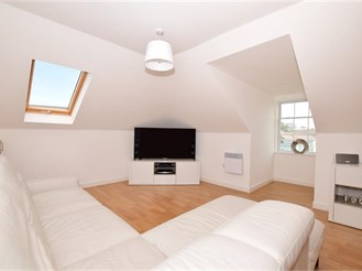 2 bedroom penthouse apartment in Holborough Lakes, Snodland