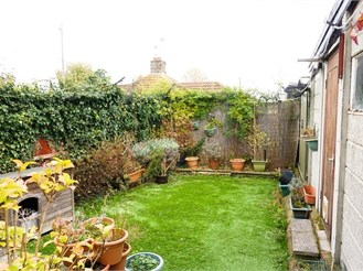 3 bedroom semi-detached house in Welling