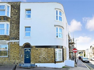 1 bedroom lower-ground floor apartment in Cliftonville, Margate