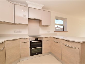 2 bedroom second floor apartment in Caterham