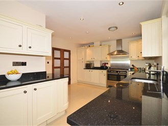 5 bedroom detached house in South Woodford