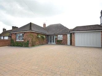 4 bed detached bungalow in Farningham