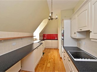 2 bedroom top floor apartment in Dover