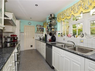 5 bedroom detached house in Tadworth
