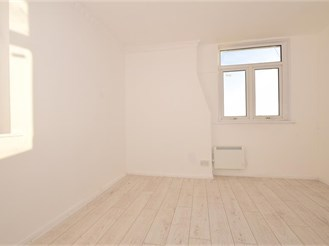 3 bedroom fourth floor converted flat in Cliftonville, Margate