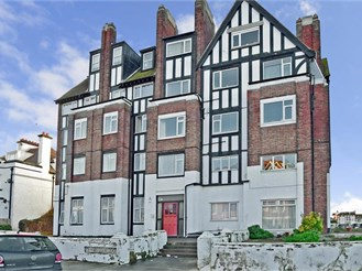 3 bedroom fourth floor flat in Cliftonville, Margate