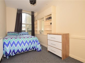 1 bedroom second floor apartment in Dover