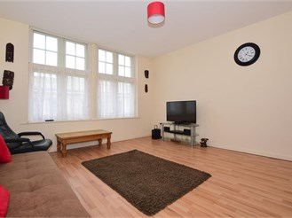 1 bed second floor apartment in Dover