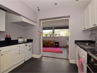 5 bed terraced house in Lower Kingswood