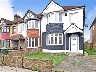 3 bedroom end of terrace house in Gravesend