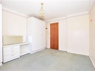 2 bedroom first floor flat in Cliftonville, Margate