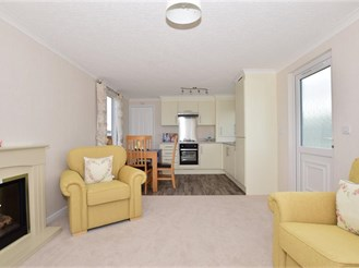 2 bedroom park home in Minster On Sea, Sheerness