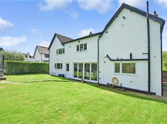 5 bedroom detached house in Farningham