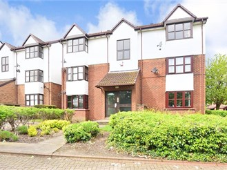 Ground floor studio apartment in Greenhithe