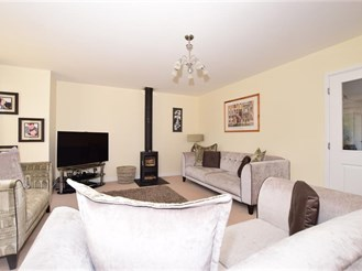 4 bedroom detached house in Chartham, Canterbury
