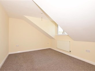 1 bedroom top floor converted flat in Dover
