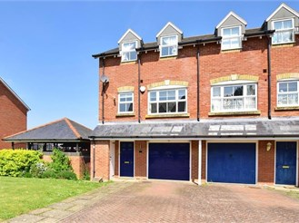3 bedroom end of terrace house in Chartham, Canterbury