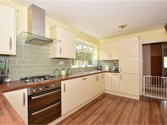3 bedroom semi-detached house in Istead Rise, Meopham