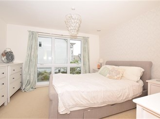 2 bedroom terraced house in Holborough Lakes