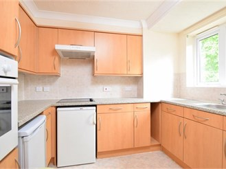 1 bed first floor retirement flat in Sutton