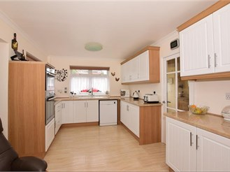 3 bedroom detached bungalow in Walderslade, Chatham