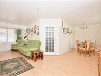 4 bedroom detached house in Milton Regis, Sittingbourne