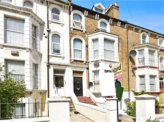2 bedroom lower-ground floor converted flat in Cliftonville, Margate
