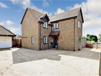 4 bedroom detached house in Appledore, Ashford