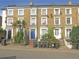 1 bedroom second floor converted flat in Gravesend