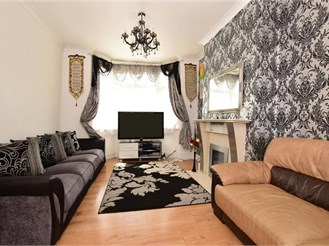 3 bed end of terrace house in East Ham, London