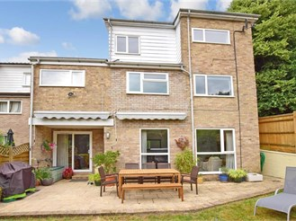 4 bedroom link-detached house in Tunbridge Wells