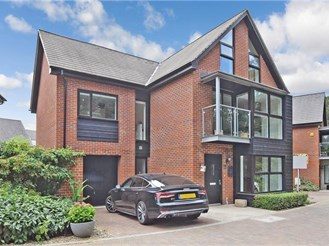 5 bedroom detached house in West Malling