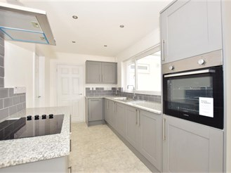 4 bedroom detached house in Sittingbourne