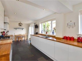 4 bedroom detached house in Staplehurst