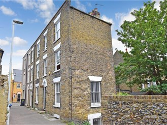2 bedroom town house in Margate