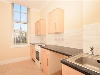 2 bedroom first floor apartment in Dover
