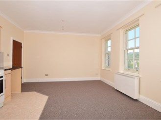 1 bedroom third floor flat in Dover