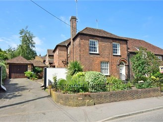 4 bedroom semi-detached house in Halling, Rochester