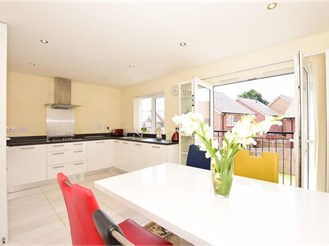 4 bedroom town house in Sittingbourne